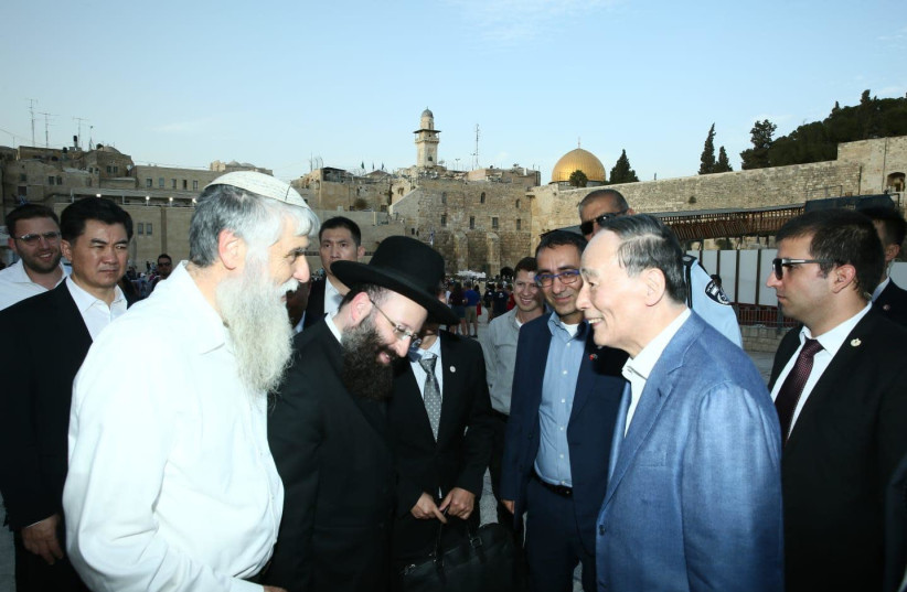 Vice President of China visits the Western Wall and the Church of the Holy Sepulchre (photo credit: MIRI SHIMONOVITZ)