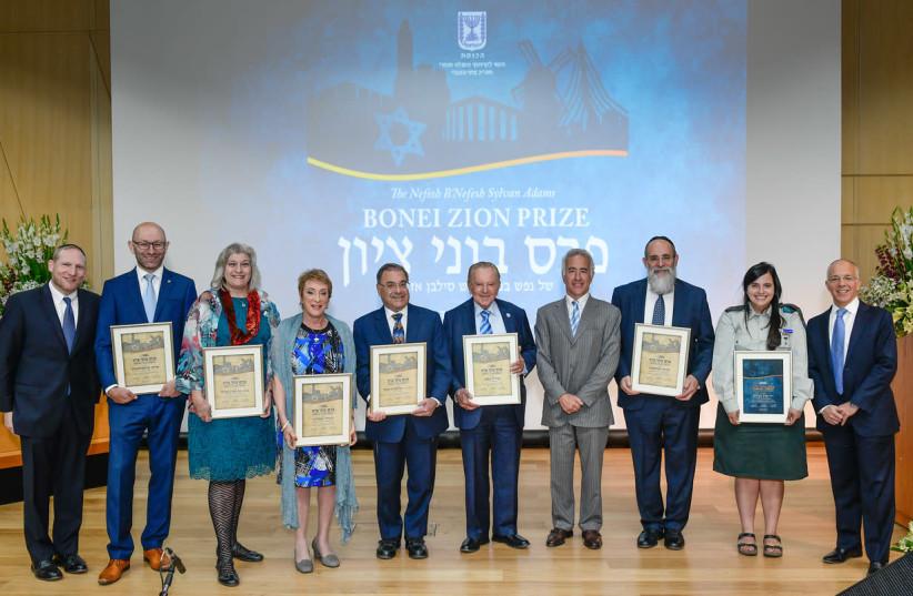 Winners of Nefesh B'Nefesh's Bonei Zion prize (photo credit: SHAHAR AZRAN)