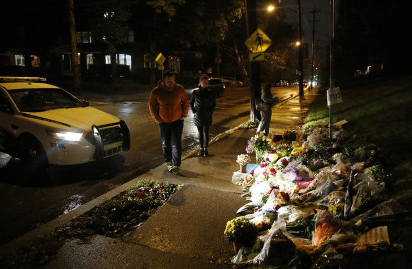 Mourners visit a makeshift memorial outside the Tree of Life synagogue, a day after 11 Jewish worshippers were shot dead in Pittsburgh, Pennsylvania, U.S., October 28, 2018 (photo credit: REUTERS/CATHAL MCNAUGHTON)