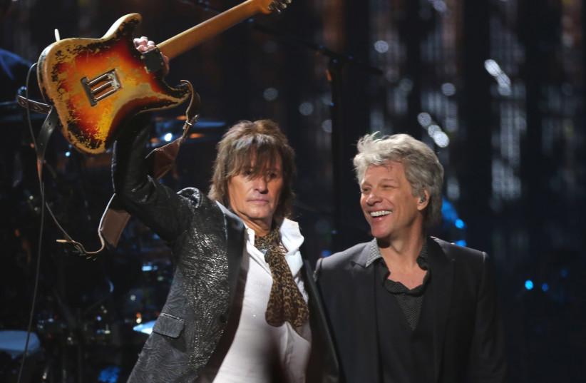Rock & Roll Hall of Fame Induction – Show - Cleveland, Ohio, U.S., 14/04/2018 – Jon Bon Jovi (R) and Richie Sambora perform on stage (photo credit: REUTERS/AARON JOSEFCZYK)