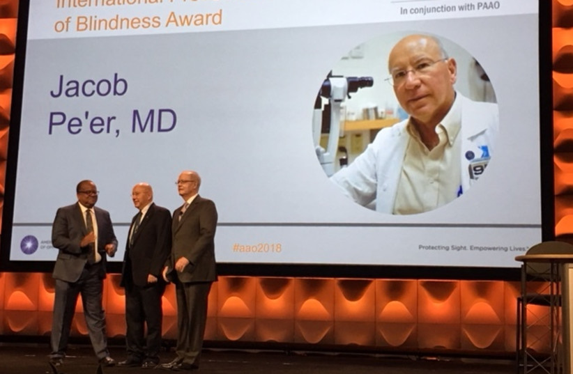 Professor Jacob Pe'er receiving ophthalmology award from  the American Academy of Ophthalmology in Chicago on Sunday, October 28, 2018. (photo credit: HADASSAH SPOKESPERSON)