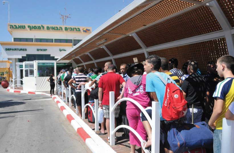 Israelis wait in line to go to Sinai through the Taba Crossing (photo credit: YEHUDA BEN-ITAH)