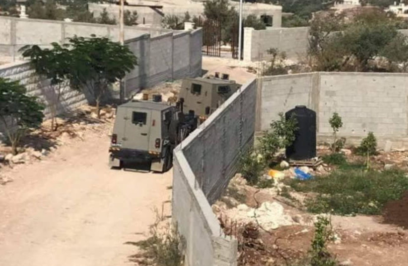 IDF Forces surround house of Ashraf Walid Suleiman Na'alwa (photo credit: PALESTINIAN MEDIA)