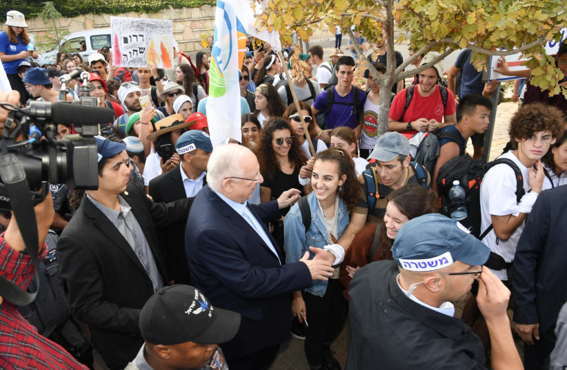 President Rivlin met with student protesters on their way to the Knesset (photo credit: HAIM ZACH/GPO)