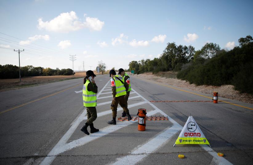 Israeli security forces put up a road block in kibbutz Nahal Oz, near the Gaza Strip border, in Israel November 12, 2018 (photo credit: REUTERS/AMIR COHEN)