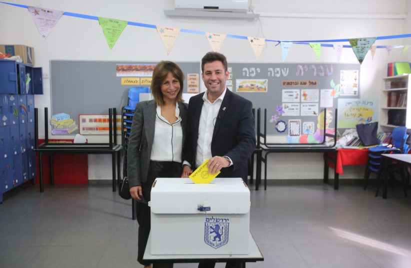 Ofer Berkovitch votes during the second mayoral elections.  (photo credit: MARC ISRAEL SELLEM)