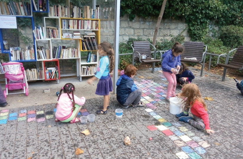 Taking part in the annual 'chalk festival' along Mesila Park. (photo credit: EFRAT CAMPAGNANO)