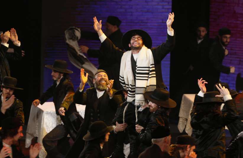 """The cast of """"Fiddler on the Roof"""" performs during the American Theatre Wing's 70th annual Tony Awards in New York, US, June 12, 2016 (photo credit: REUTERS/LUCAS JACKSON)"""