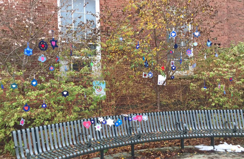 HAND-CRAFTED Jewish stars from volunteers around the globe have been hung up around the city of Pittsburgh (photo credit: MINDY FENSTER WEINER)
