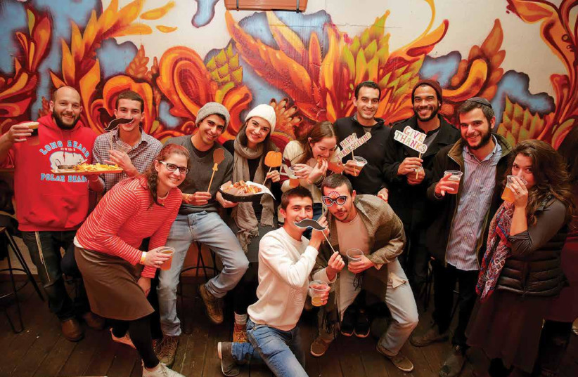 Olim participate in a Nefesh b'Nefesh Thanksgiving event at Beer Bazaar in Jerusalem last year (photo credit: YONIT SCHILLER)