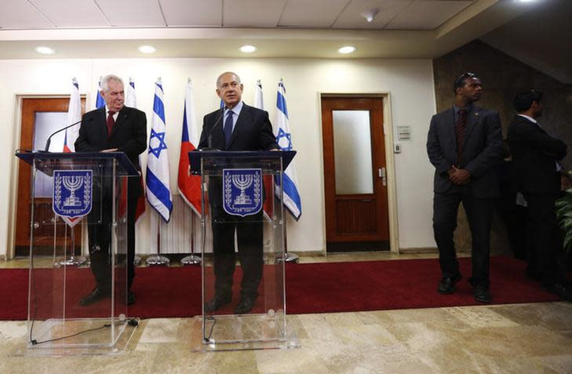 Czech Republic's President Milos Zeman (L) stands next to Israeli Prime Minister Benjamin Netanyahu during a visit in 2013 (photo credit: BAZ RATNER/REUTERS)