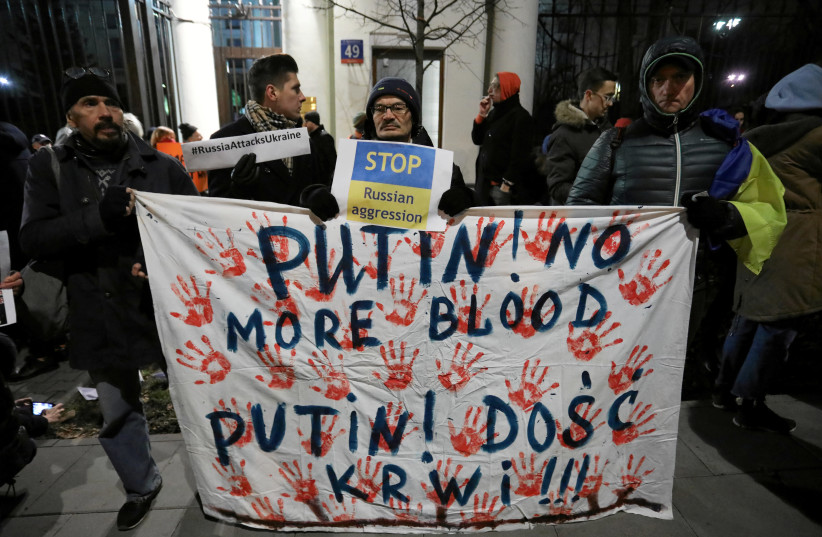 Protesters gather in front of the Russian embassy after Russia seized three Ukrainian naval ships and detained the crew at the weekend, in Warsaw, Poland November 26, 2018. (photo credit: AGENCJA GAZETA/SLAWOMIR KAMINSK VIA HANDOUT/REUTERS)