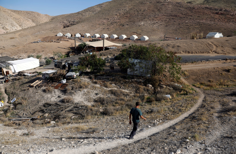 David Davidson, owner of Khan Eretz Ha'Mirdafim resort, walks through the camp, near Alon settlement, November 20, 2018 (photo credit: RONEN ZVULUN/REUTERS)