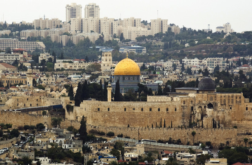 A general view of Jerusalem's old city shows the Dome of the Rock in the compound known to Muslims as Noble Sanctuary and to Jews as Temple Mount, October 25, 2015 (photo credit: AMIR COHEN/REUTERS)