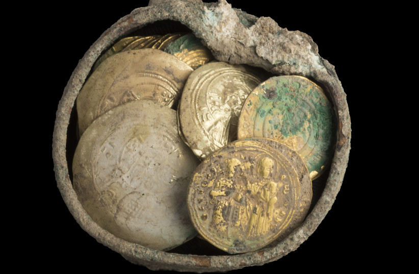 Cache of gold coins and 900-year-old gold earring found in Caesarea.  (photo credit: CLARA AMIT ISRAELI ANTIQUITIES AUTHORITY)