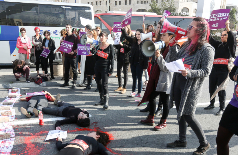 Women block the entrance to the city at the David's Harp Bridge in  Jerusalem as they protest against violence against women, following  the murders of two young women in the past week, in Jerusalem, on  December 4, 2018 (photo credit: MARC ISRAEL SELLEM/THE JERUSALEM POST)