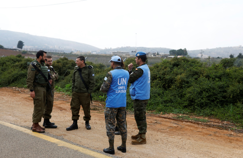 Israeli soldiers speak to UN peacekeepers (UNIFIL) near the border with Lebanon, in the town of Metulla, northern Israel December 4, 2018 (photo credit: RONEN ZVULUN / REUTERS)