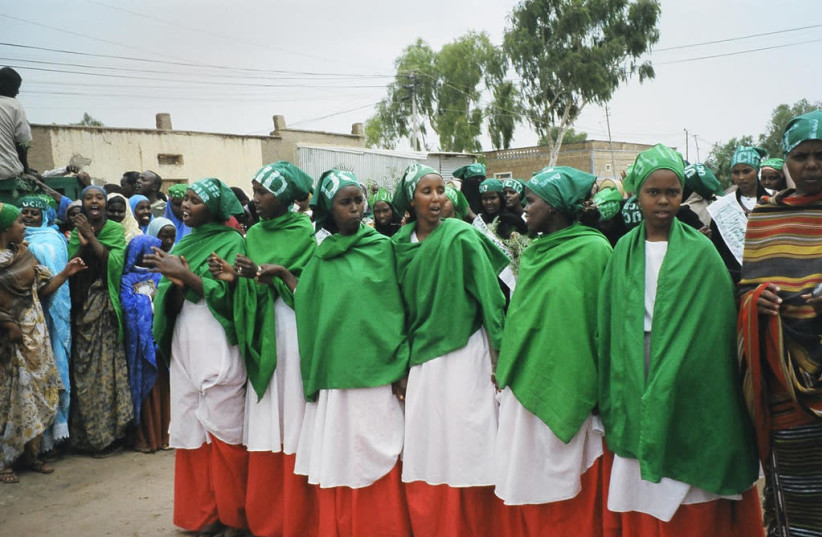 Women in the Somaliland, wearing the colors of the Somaliland flag, prior to parliamentary elections in 2005. (photo credit: F.OMER/ WIKIMEDIA COMMONS)
