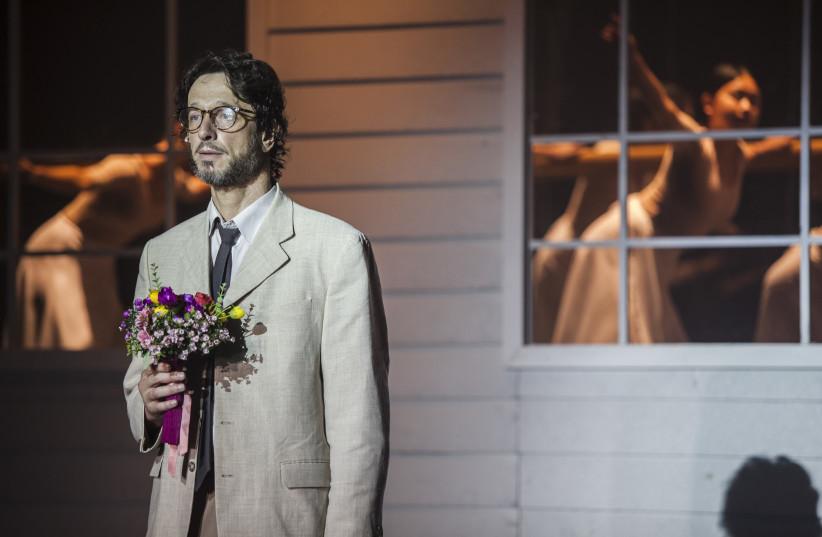 ISRAEL SASHA DEMIDOV plays Humbert Humbert in 'Lolita.'  (photo credit: YISHAYAHU FEINBERG)