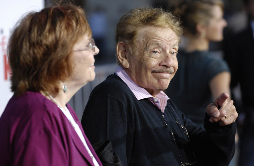 """Jerry Stiller, a cast member in """"The Heartbreak Kid"""", arrives with his wife Anne Meara at the premiere of the film in Los Angeles, September 27, 2007 (photo credit: REUTERS/CHRIS PIZZELLO)"""