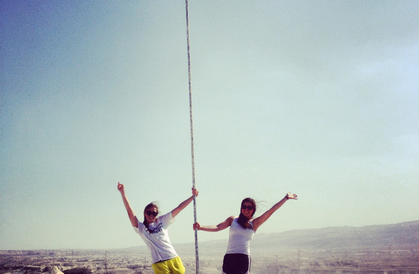 Birthright Israel participants show their love for Israel (photo credit: SYLVIE ROSOKOFF)