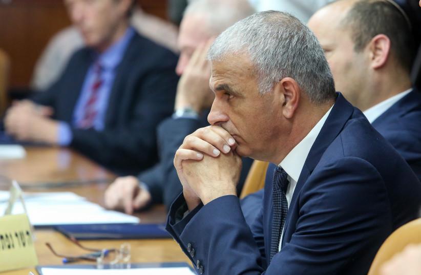 Moshe Kahlon at a weekly cabinet meeting, December 23rd, 2018 (photo credit: MARC ISRAEL SELLEM/THE JERUSALEM POST)