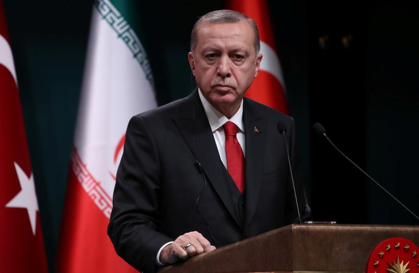 Le président turc Tayyip Erdogan s'exprime lors d'une conférence de presse conjointe avec son homologue iranien Hassan Rohani (non vu) après leur rencontre à Ankara, Turquie, le 20 décembre 2018 (crédit photo: UMIT BEKTAS / REUTERS)