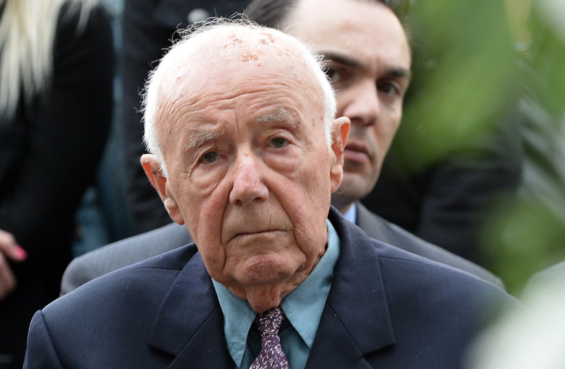 """In this file photo taken on April 18, 2013 89 year old Simcha """"Kazik"""" Rotem (C) attends a commemoration ceremony in Warsaw  (photo credit: JANEK SKARZYNSKI / AFP)"""