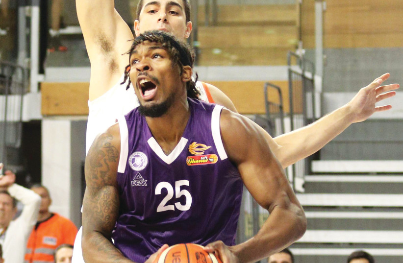 ALEX HAMILTON (front) led Maccabi RIshon Lezion to a dominant 98-66 victory over Ironi Nahariya on Monday night in State Cup last-16 action, scoring a game-high 21 points and adding nine assists. Rishon will face Maccabi Tel Aviv in the quarterfinals (photo credit: ADI AVISHAI)