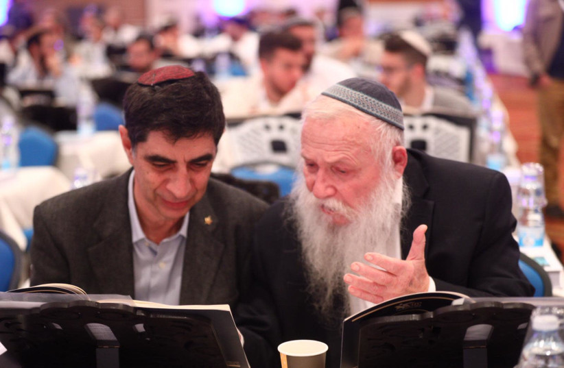 Rabbi Haim Druckman studying with Simcha Goldin, father of slain soldier Hadar Goldin at a Torah study event in December, 2018, held by the Union of Hesder Yeshivas (photo credit: GIDON SHARON)