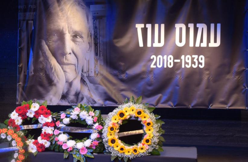 Wreaths are laid at a memorial service for Amos Oz in Tel Aviv, December 31st, 2018 (photo credit: AVSHALOM SASSONI/ MAARIV)