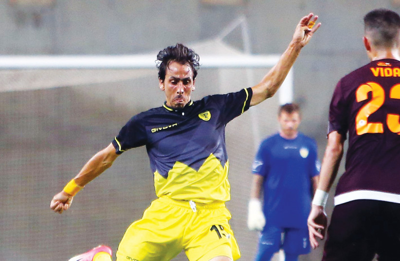 ONE OF the biggest stars in Israeli soccer history – Yossi Benayoun – signed yesterday with Beitar Jerusalem and returns to the team from the capital about a year after leaving for Maccabi Petah Tikva. At season's end, Benayoun will hang up his shoes at the age of 39 and will receive a two-year posi (photo credit: UDI ZITIAT)
