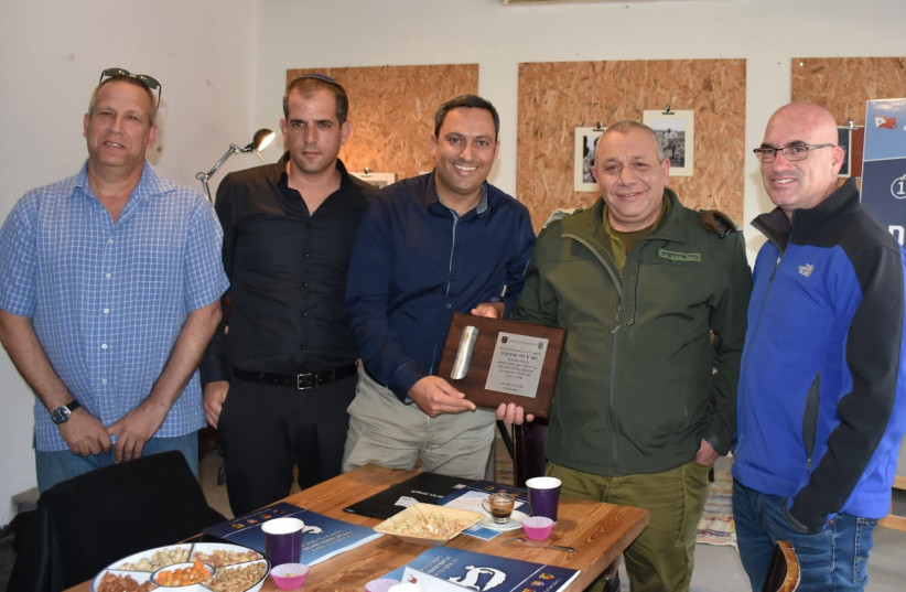 IDF Chief of Staff Lt.-Gen. Gadi Eisenkot And the heads of local councils in southern Israel (photo credit: MUNICIPALITY OF SDEROT)