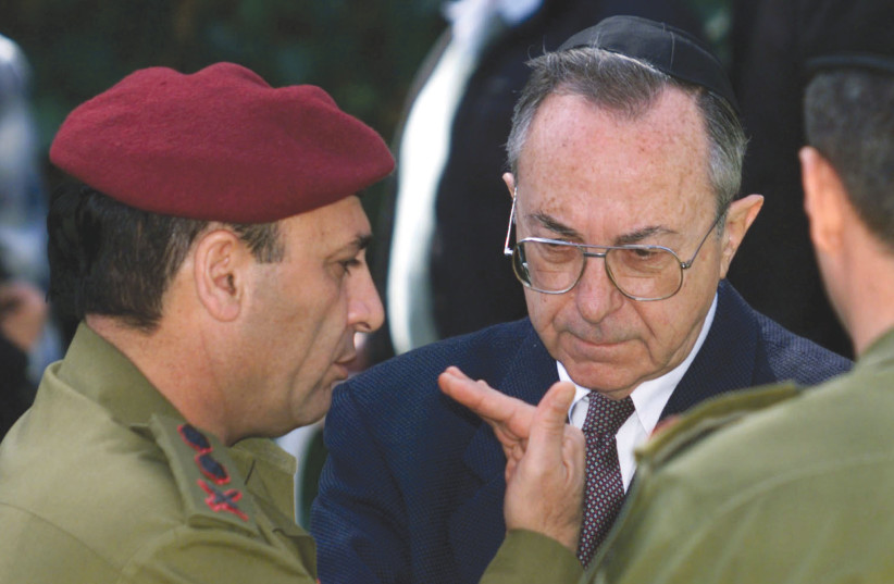 FORMER DEFENSE Minister Moshe Arens (center) listens to army former chief of staff Shaul Mofaz during a memorial ceremony in 1999.  (photo credit: REUTERS)