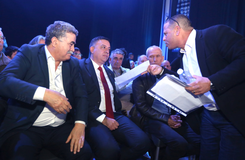 MK EITAN CABEL confronts Labor leader Avi Gabbay with a polygraph test proving that Gabbay lied. (photo credit: MARC ISRAEL SELLEM)