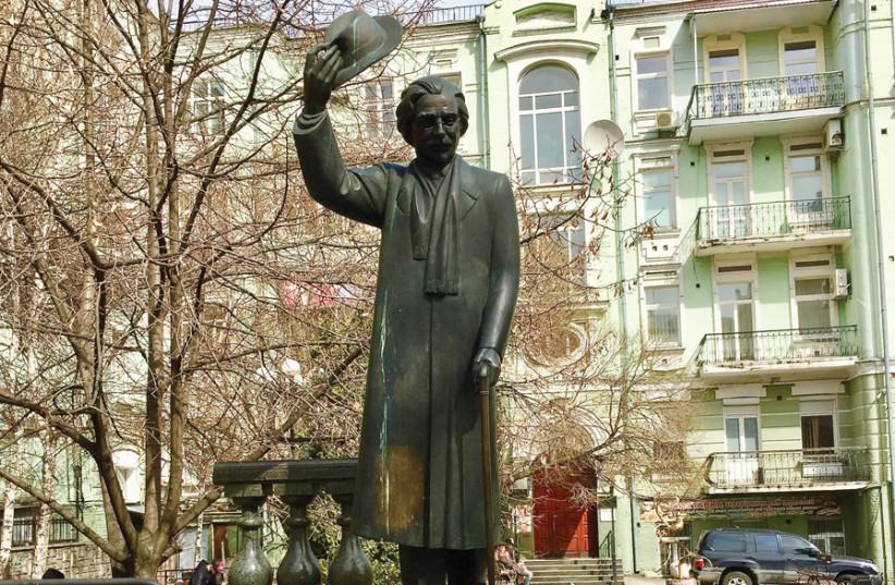 STATUE OF Sholom Aleichem, Kiev. (photo credit: LEV GRINGAUZ)