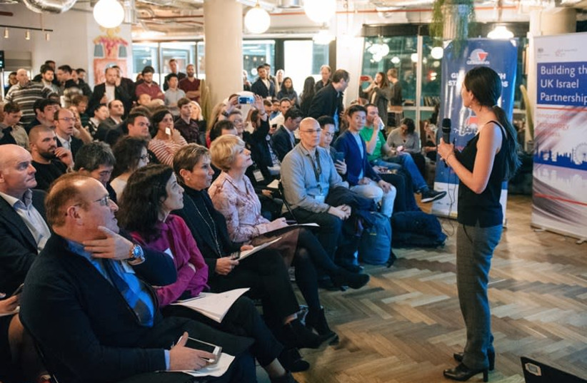 An entrepreneur pitches to judges and investors at the GESA 2017 Finals in London  (photo credit: MINDCET)