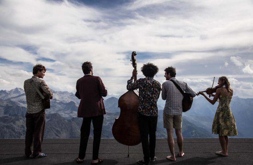 The international group Tournee des Refuges (photo credit: TOURNEE DES REFUGES)