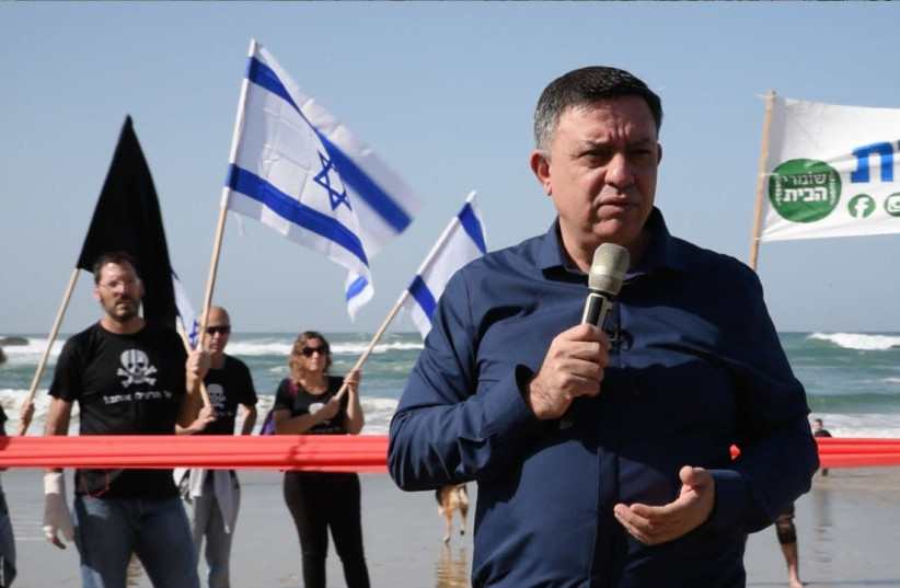 Labor leader MK Avi Gabbay states that Israel can benefit from natural gas without destroying the environment during a rally at Dor Beach on January 25, 2019 (photo credit: MAARIV)