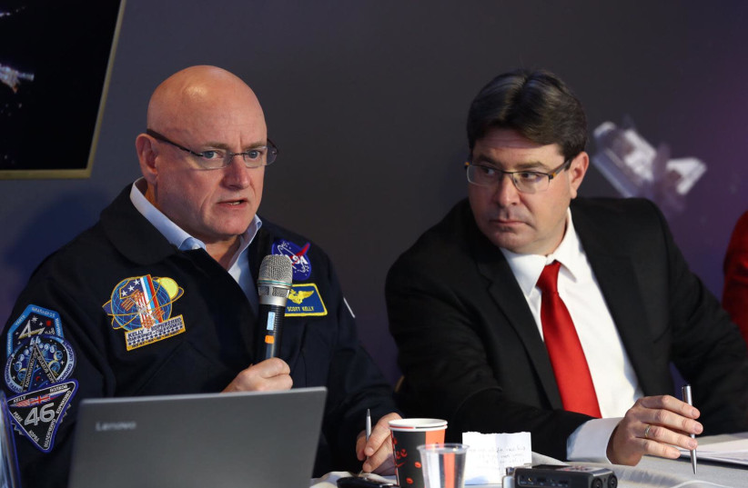 American astronaut Scott Kelly and Minister of Science and Technology Ofir Akunis at the opening of Space Week (photo credit: GILAD KAVALERCHIK)
