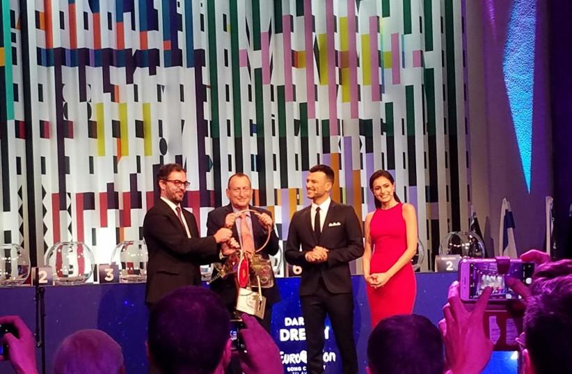 from left to right: Lisbon Deputy Mayor Duarte Cordeiro, Tel Aviv Mayor Ron Huldai and hosts Assi Azar and Lucy Ayoub (photo credit: AMY SPIRO)