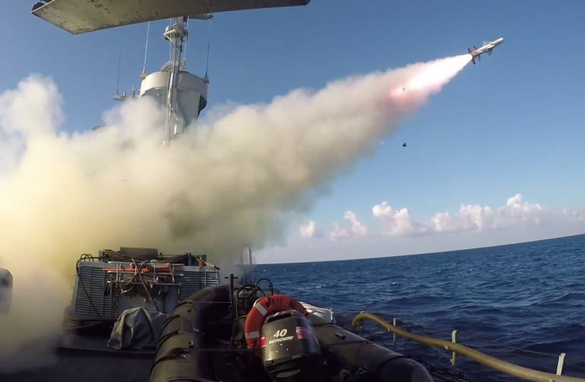 Navy in mock operation defending oil rigs in Israeli waters (photo credit: IDF SPOKESMAN'S UNIT)