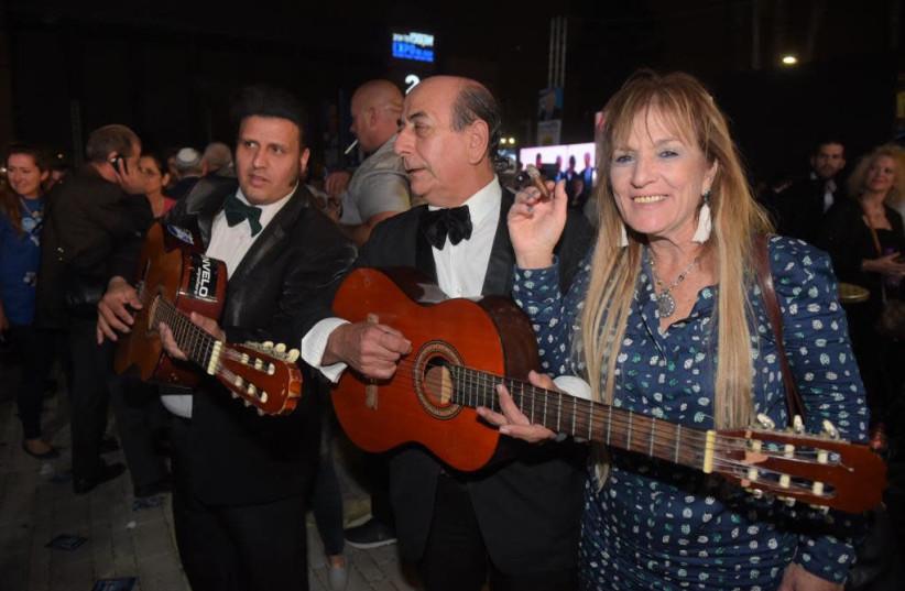 Playing tunes during Likud primaries in Tel Aviv (photo credit: AVSHALOM SASSONI/ MAARIV)