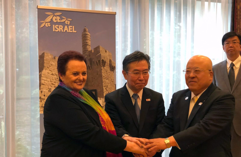 Weekly direct flights between Israel and Japan announced in Tokyo by Yaffa Ben-Ari, Israel's ambassador to Japan (l); Hiroshi Tabata, commissioner of the Japan Tourism Agency (c); and Hiromi Tagawa, chairman of the Japan Association of Travel Agents (JATA). (photo credit: FOREIGN MINISTRY)