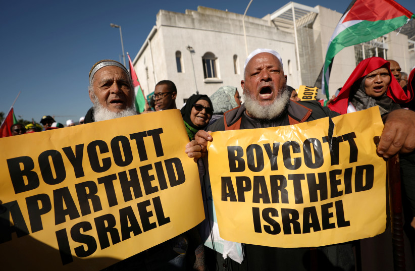 Protestors call for the severing of diplomatic ties with Israel during a march in Cape Town (photo credit: MIKE HUTCHINGS / REUTERS)