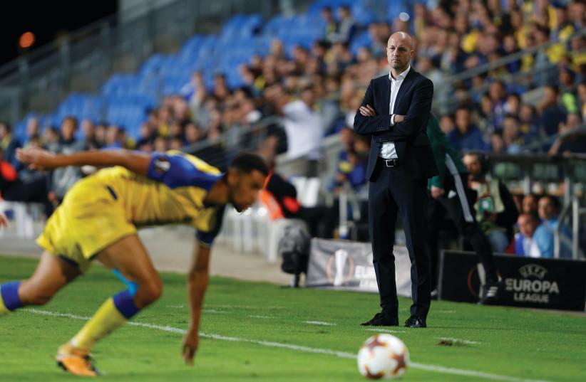 JORDI CRUYFF in 2017, then manager of Maccabi Tel Aviv. (Amir Cohen/Reuters) (photo credit: AMIR COHEN/REUTERS)
