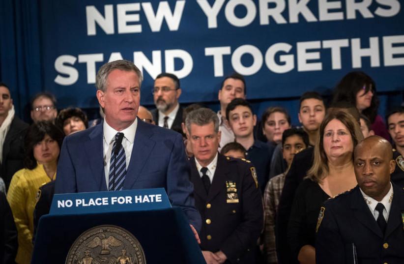 New York City Mayor Bill de Blasio speaks in Brooklyn synagogue, declaring war on antisemitism (photo credit: CONSULATE GENERAL IN NEW YORK)