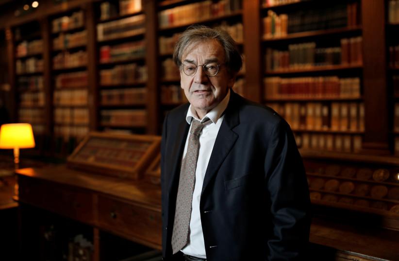 Alain Finkielkraut in the Institut de France library, Paris, France, December 1, 2016. (photo credit: REUTERS/BENOIT TESSIER)