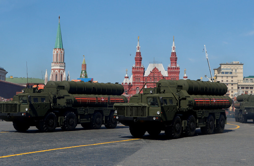 Russian S-400 missile air defence systems on display during a parade marking the 73rd anniversary of the victory over Nazi Germany in World War Two, at Red Square in Moscow, May 9, 2018. (photo credit: SERGEI KARPUKHIN/REUTERS)
