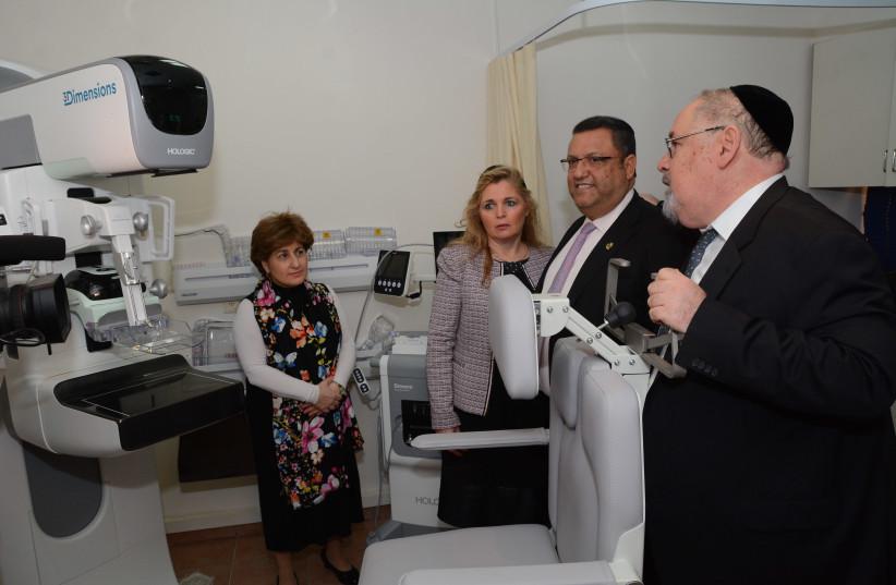 Jerusalem Mayor Moshe Lion (C) views a 3Dimensions™ Tomosynthesis System (photo credit: SHLOMO GOLDFARB)